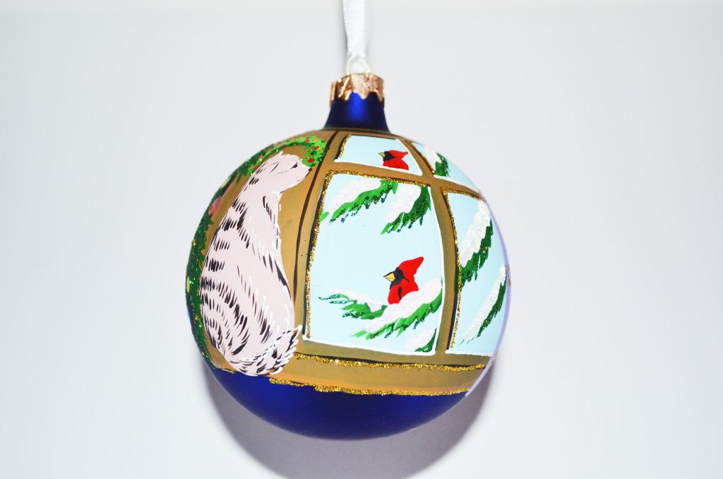 10001 Weihnachtskugel Katze im Fenster mit Vogel dunkelblau