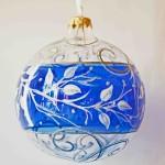 100106_weihnachtskugel_zweig_mit_blauem_streifen_2